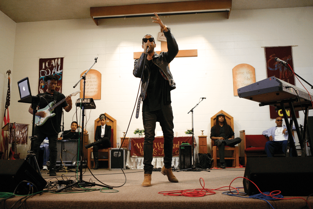 Grammy-nominated artist Ryan Leslie performing